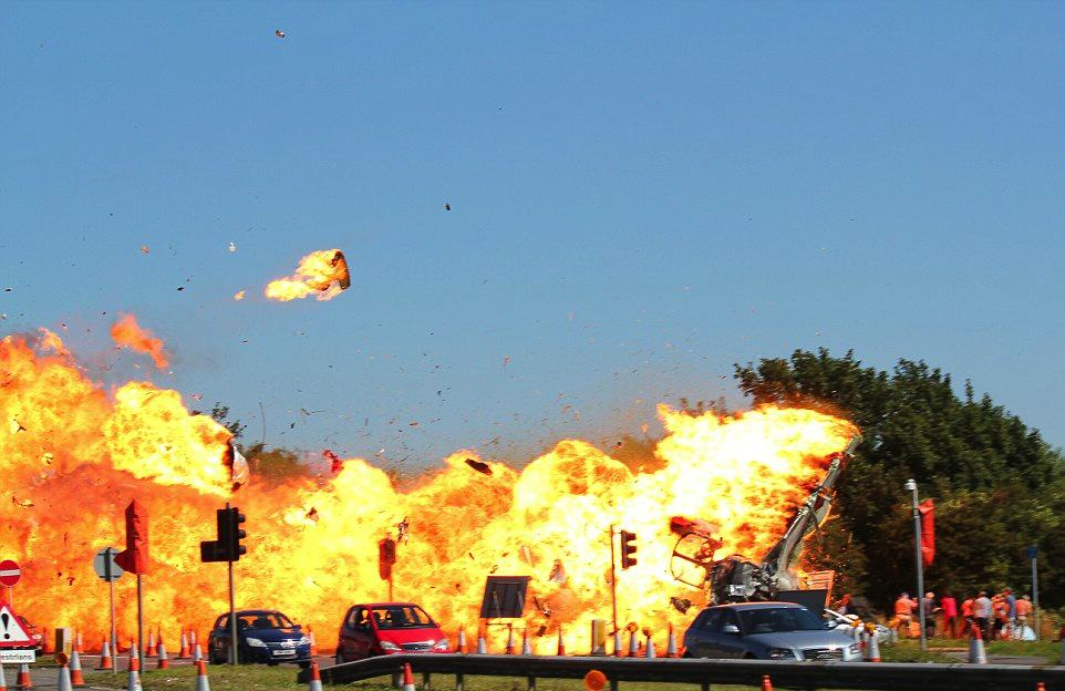 UNILAD Sunday Mirror 22 Dramatic New Details Of Shoreham Airshow Crash Have Been Revealed