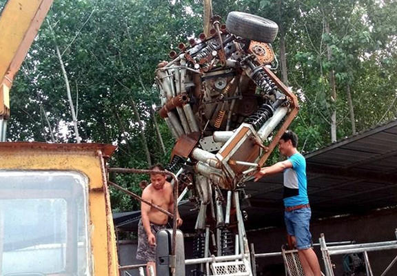 UNILAD bumb 117 One Man Spent A Year Making A Life sized Transformer For His Son