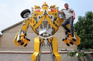 One Man Spent A Year Making A Life-sized Transformer For His Son