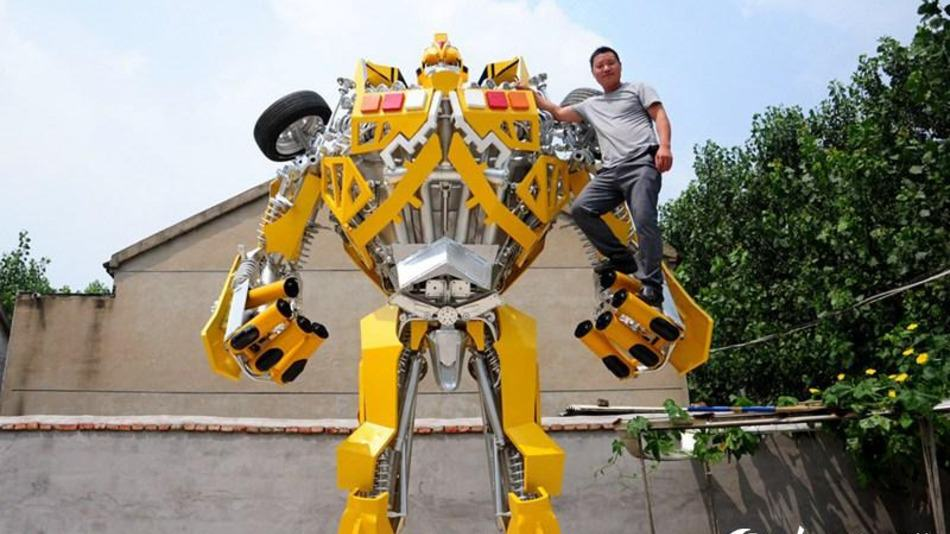 UNILAD bumblebee8 One Man Spent A Year Making A Life sized Transformer For His Son
