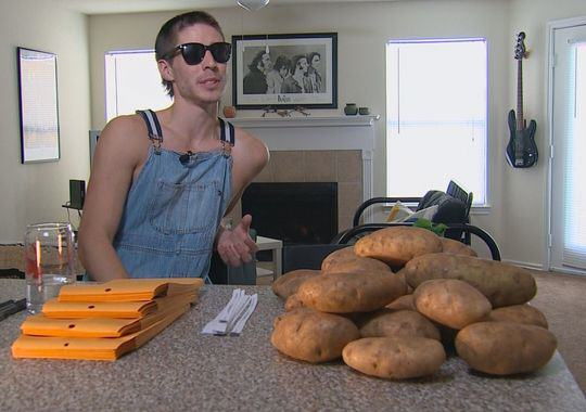 UNILAD ert14 This Guy Is Making $10,000 A Month With A Bag Of Potatoes And A Pen