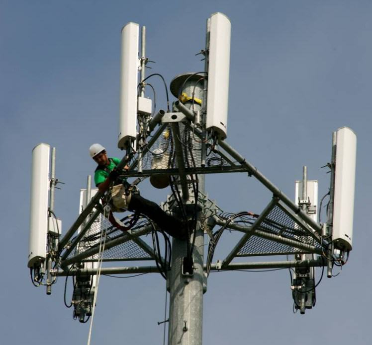 UK Police Using Fake Mobile Phone Masts To Track Peoples Locations UNILAD rex7