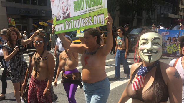 UNILAD roger25 Topless Protestors Take On NY To Stop Mayor Banning Women Baring Their Boobs