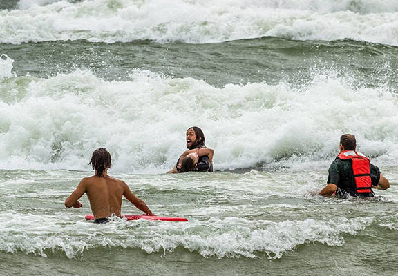 UNILAD save444 One Surfer Saved The Lives Of Two Teenage Girls Caught In Riptide