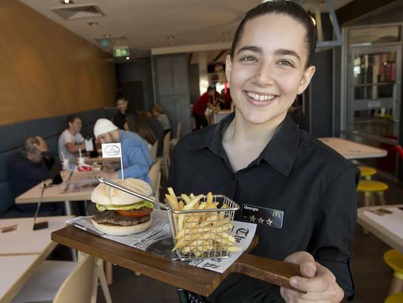 McDonalds Set To Offer Table Service As Sales Fall UNILAD sdOgPcp9