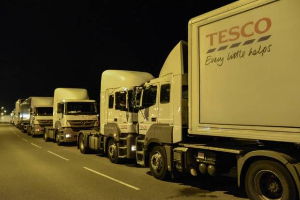 UNILAD tesco blockade 25 Farmers Block Tesco Delivery Trucks With Their Tractors To Protest Milk Imports