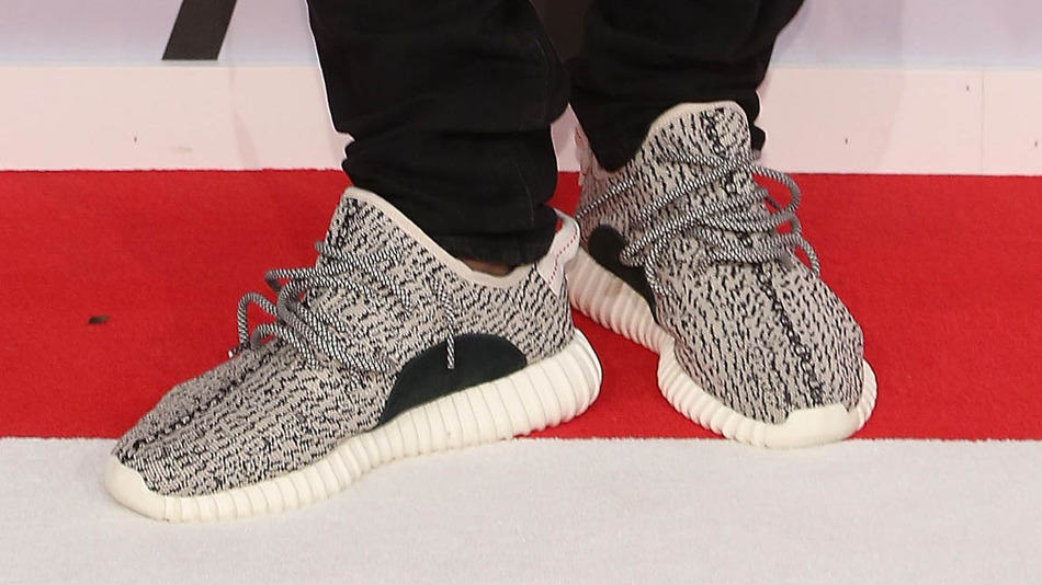 UNILAD yz5 Man Tries To Trade Kanye West Yeezys For A Kidney