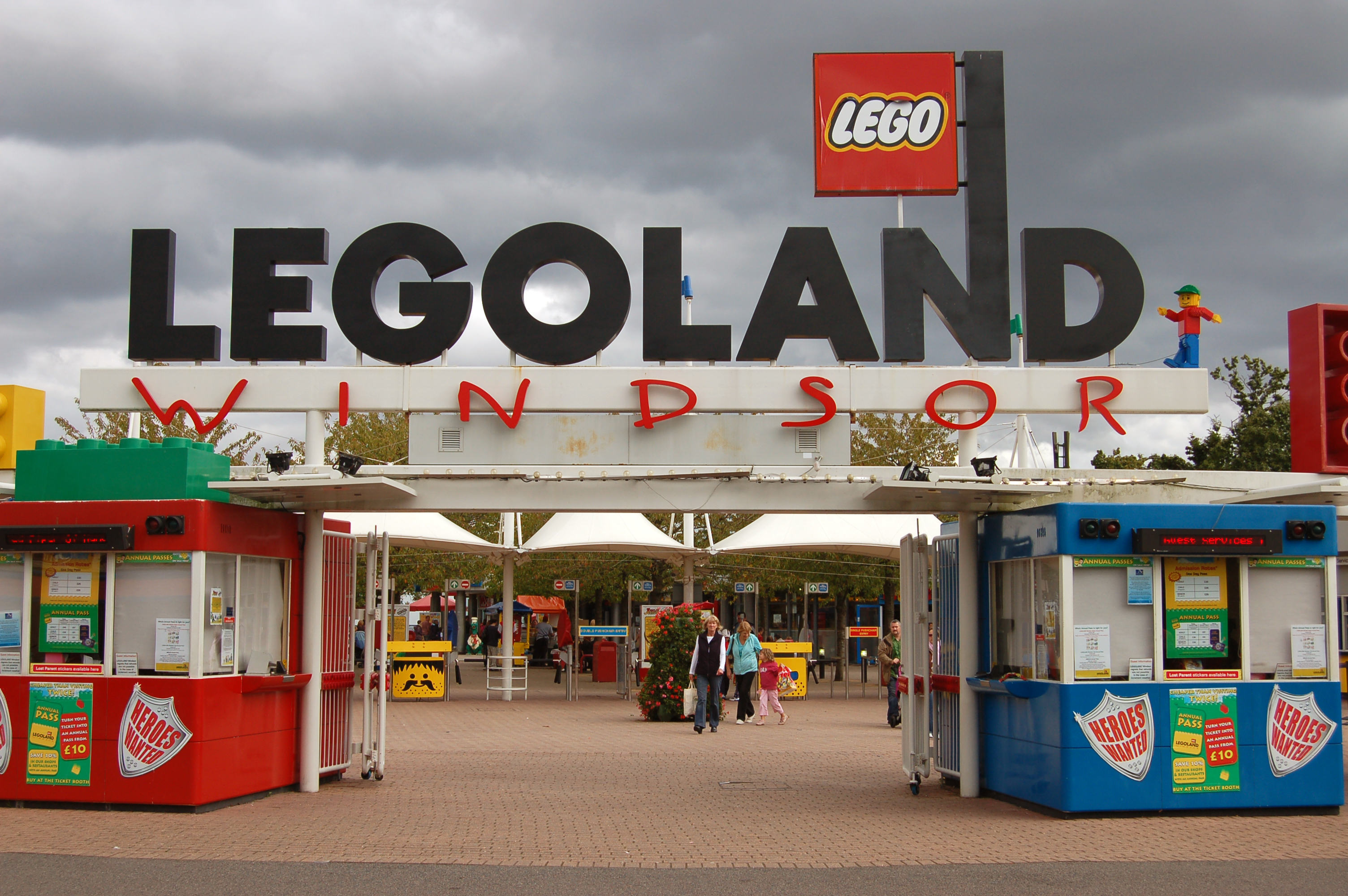 A Newborn Baby Has Been Given A Lifetime Pass To Legoland, After Being Born There UNILAD 241