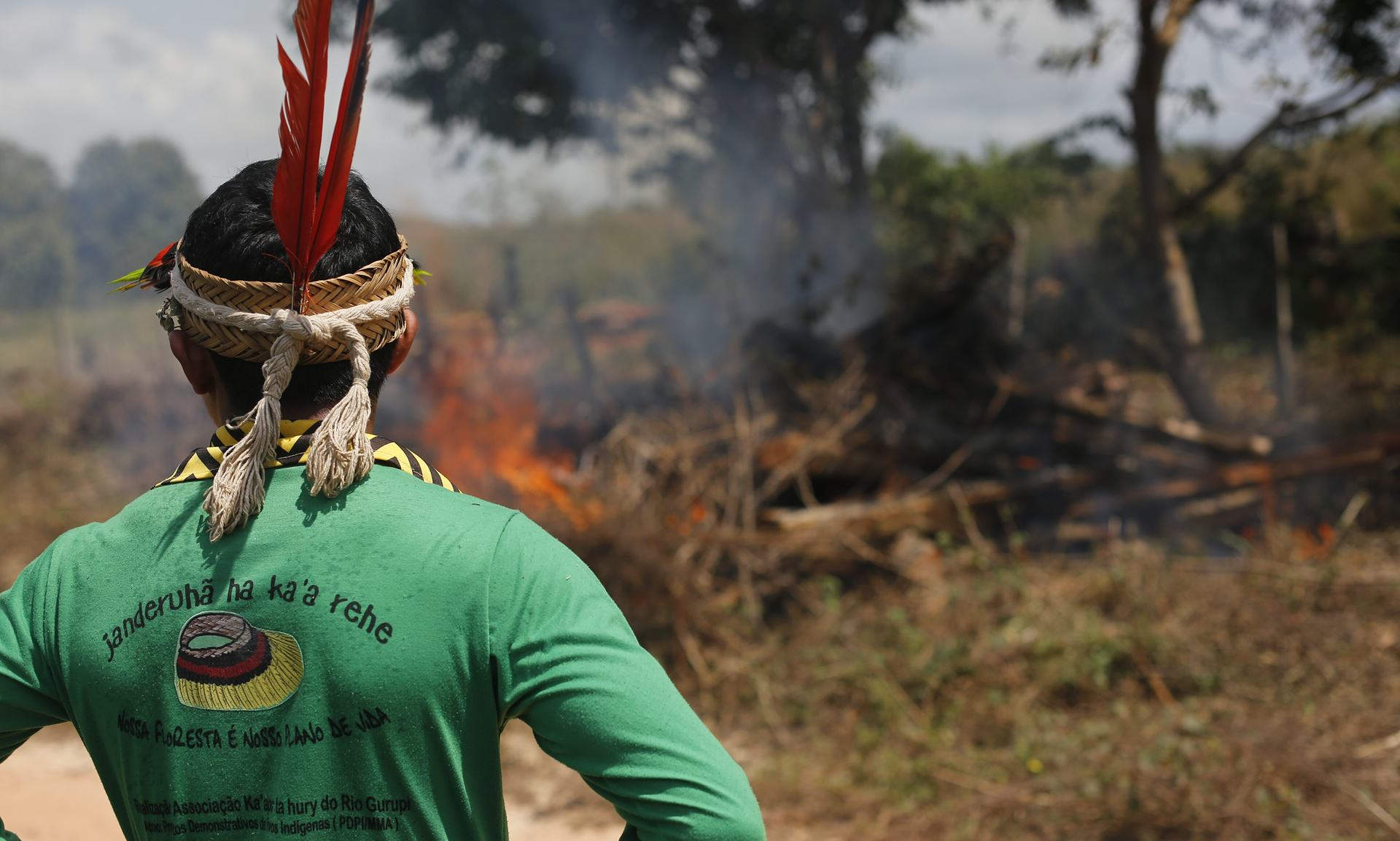 UNILAD Ka'apor Indians set fire to illegally cut logs found near the indigenous territory. Photograph Lunae ParrachoGreenpeace7 This Amazon Tribe Use Unusual Methods To Protect Their Land From Illegal Loggers