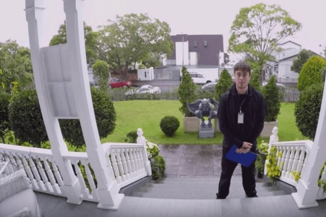UNILAD NZ15 640x426 New Zealand Advert Teaches Us How To Deal With Door Salespeople