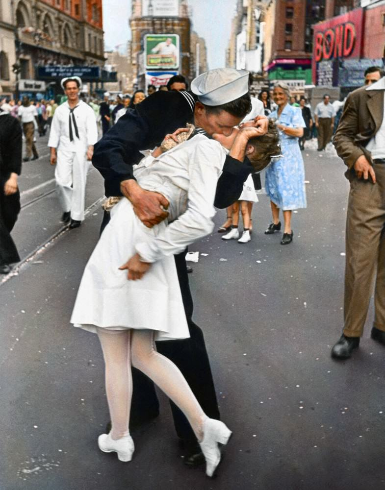 UNILAD colour photos 16 Some Of Historys Most Iconic Photos Have Been Transformed From Black And White To Colour
