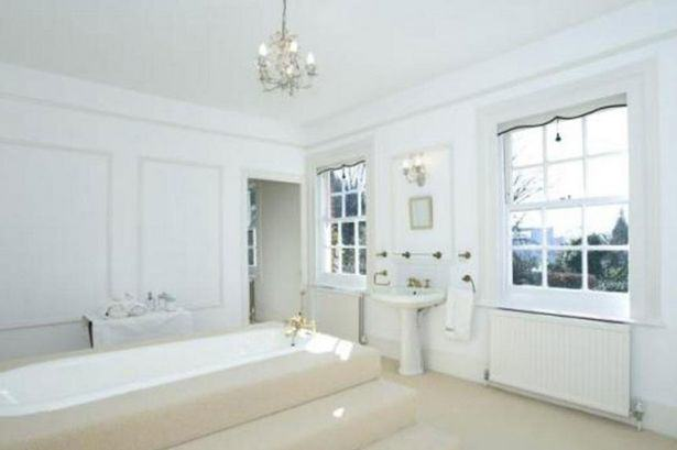 UNILAD gervais66 Heres A Glimpse Inside Ricky Gervais New £10Million London Mansion