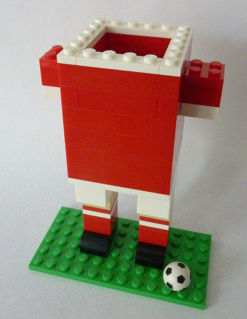 UNILAD pen holder5 One Man Is Trying To Replicate All 92 English Football League Stadiums From Lego
