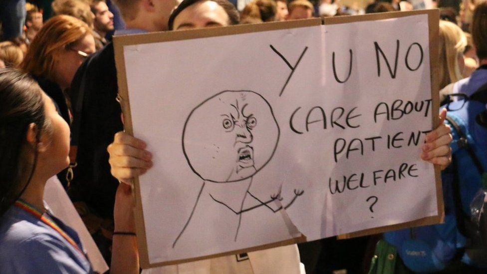 doctor protests 3 Doctors Stage Protest In London Over Unsafe And Unfair Government Contract Plans