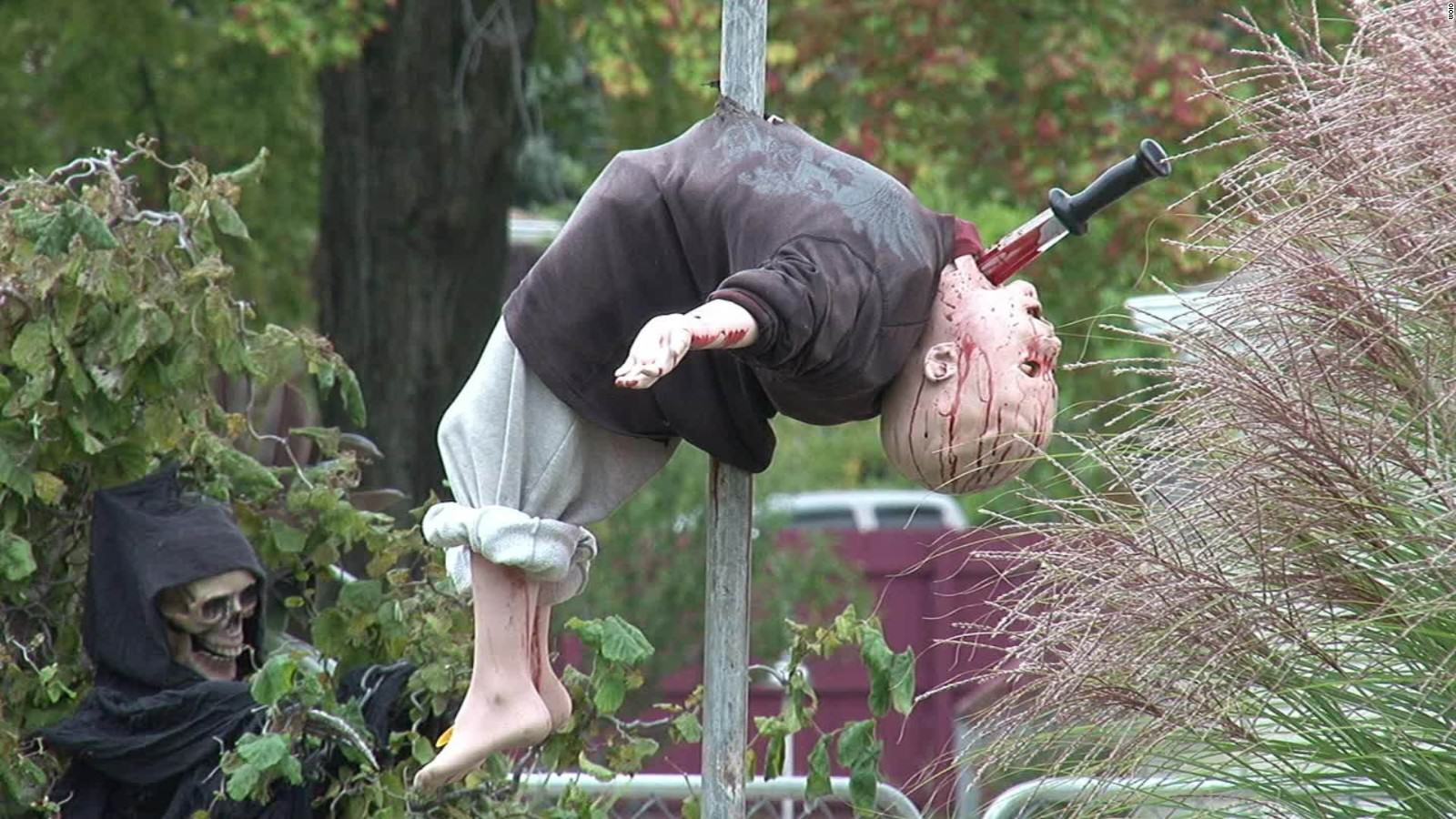 Halloween Display Slammed For Being Too Realistic And Scaring Kids Shitless UNILAD 151009135050 halloween display scare school kids ohio dnt 00003217 full 1697
