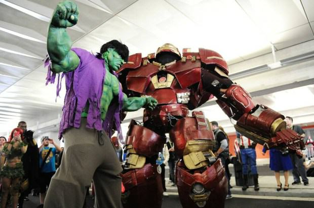 UNILAD Daniel ZuchnikGetty Images9 Watch Incredible 9ft Iron Man Strutting His Stuff At Comic Con
