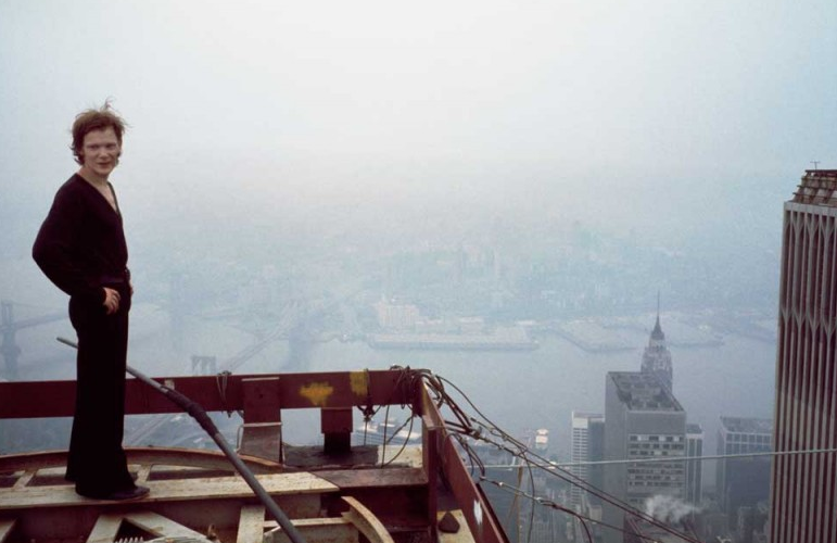 UNILAD Screen Shot 2015 10 13 at 00.59.316 Incredible Photos Show The Original Death Defying World Trade Center Walk