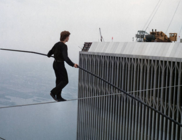 UNILAD Screen Shot 2015 10 13 at 01.00.219 Incredible Photos Show The Original Death Defying World Trade Center Walk