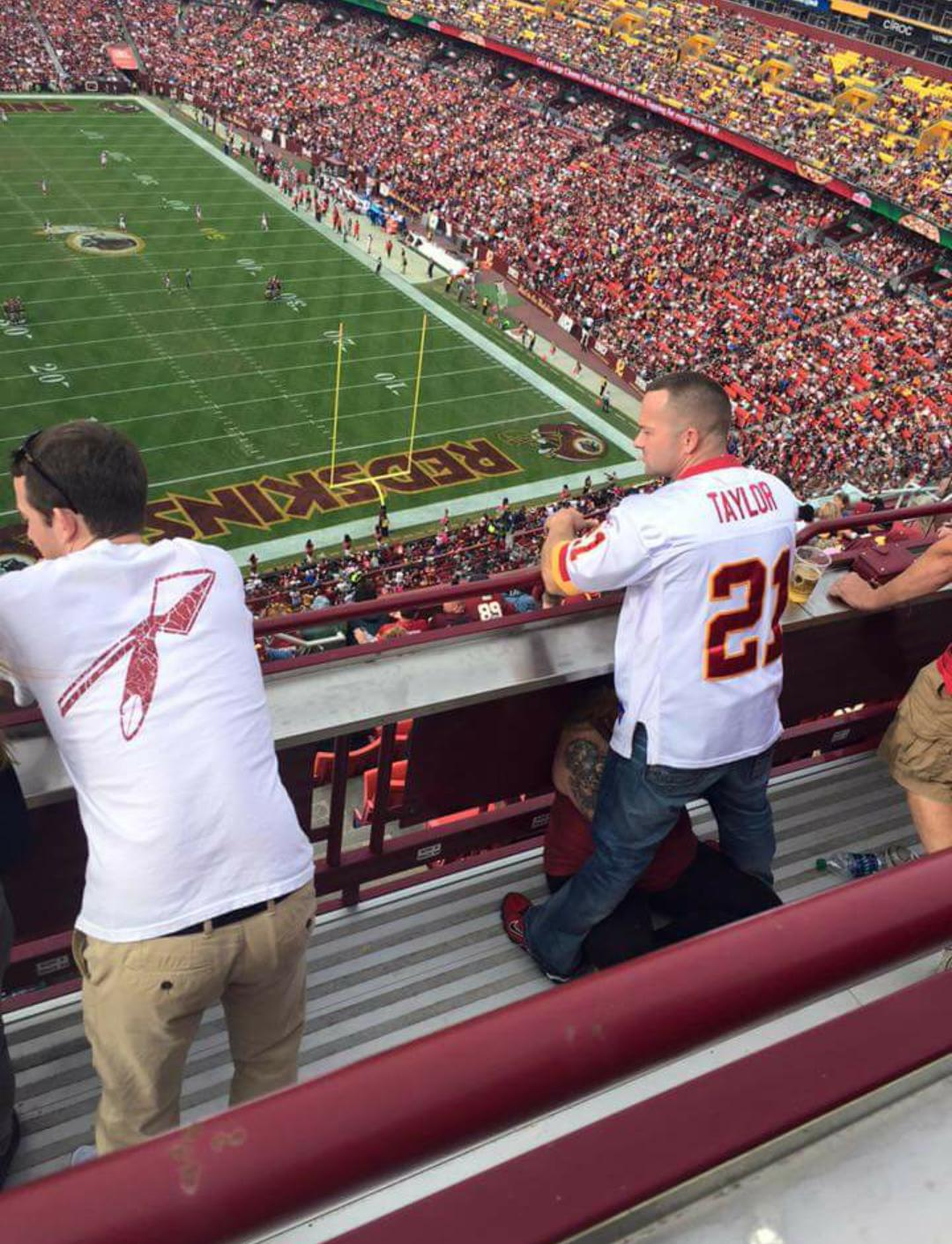 UNILAD US9t0Db 161462 NSFW Photo Of Man (And Wife) At Football Game Goes Viral