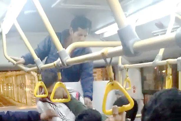 UNILAD busf14 Seriously Brutal Fist Fight Breaks Out On Crowded Bus