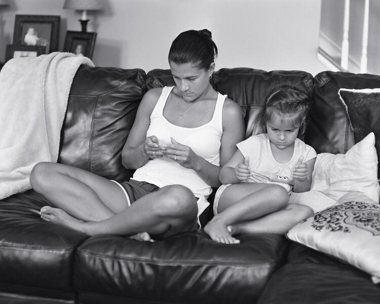 UNILAD eric photo 85 Photographer Shows What Our Lives Would Be Like Without Smartphones