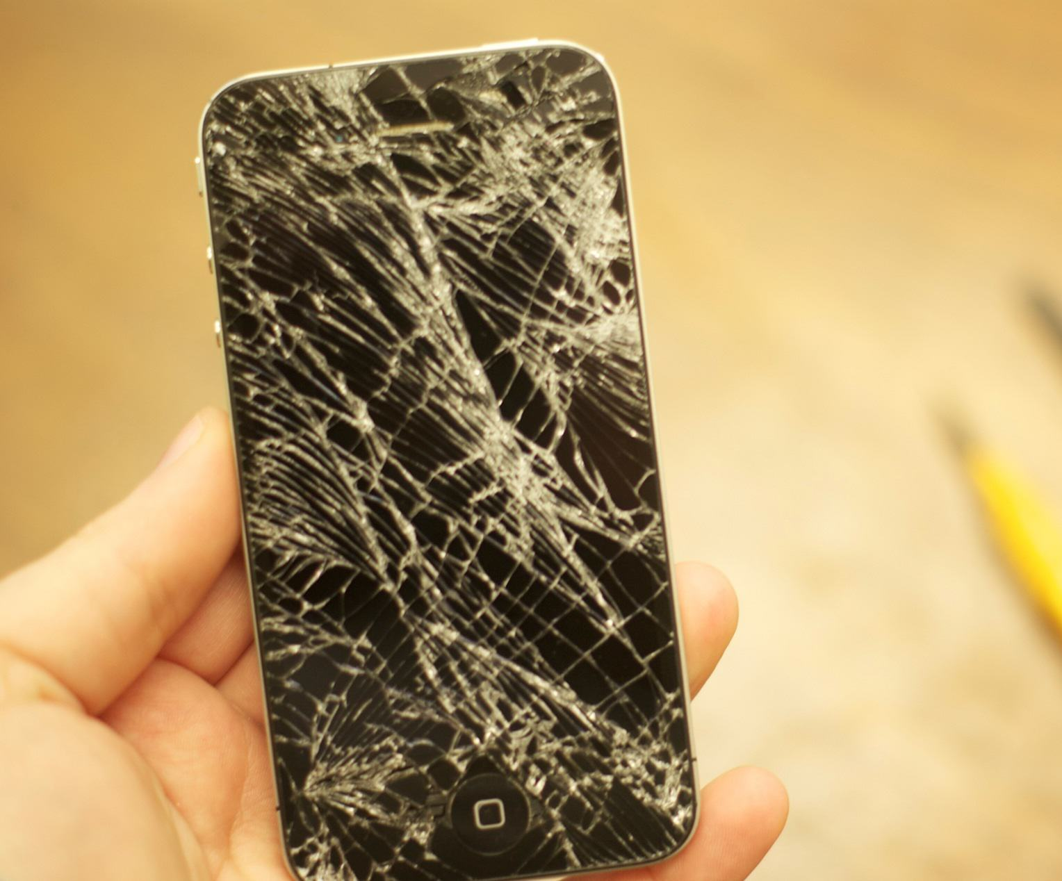 F*ck Phone Cases, Theres Actually A Mechanism To Make iPhones Shatterproof UNILAD iphone shatter proof 336026