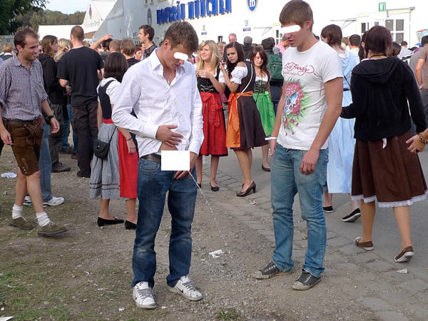 UNILAD okt1693394 The Classic And Messy Moments Of Oktoberfest 2015 (NSFW)
