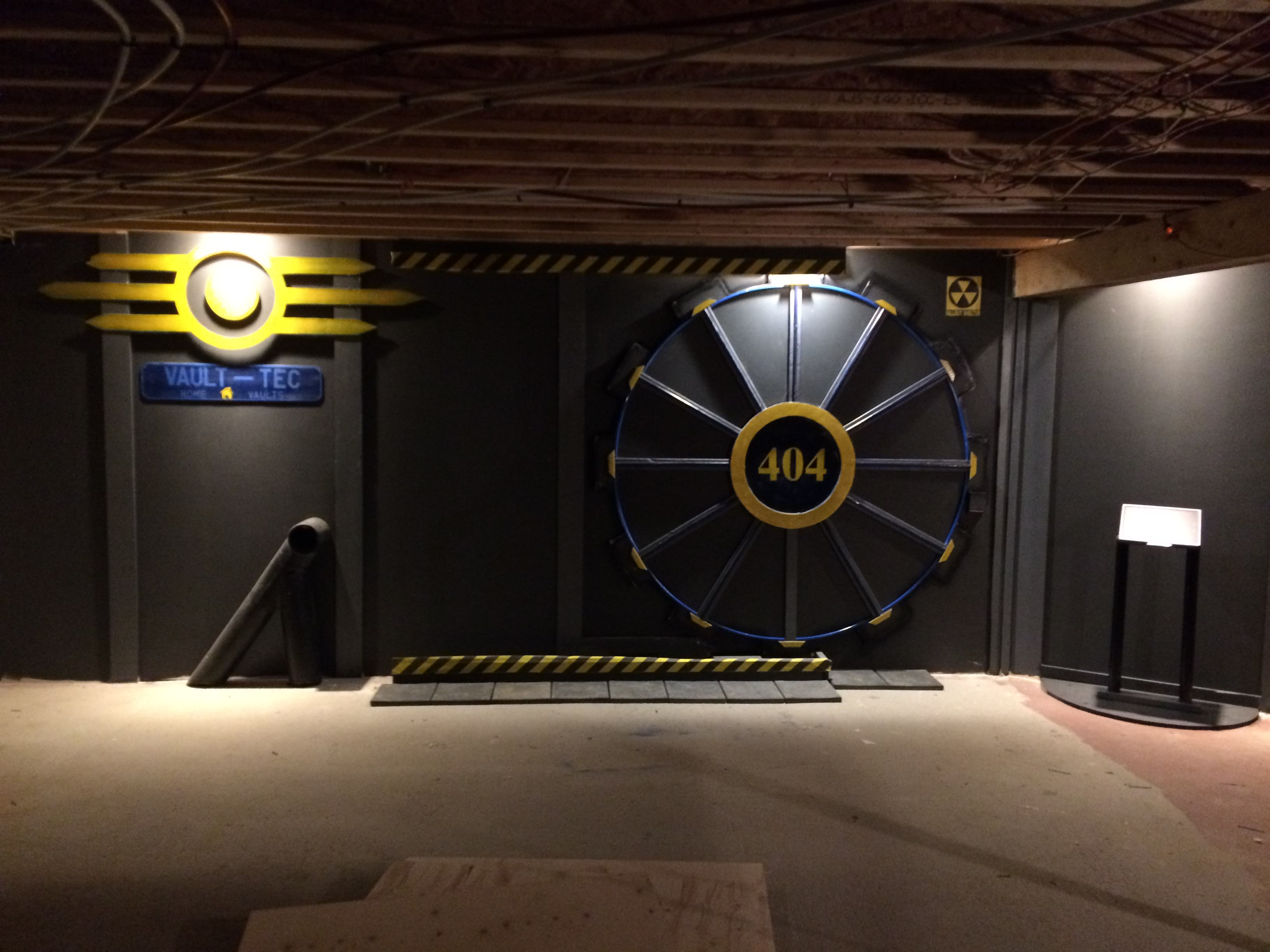 UNILAD rWfHzJ83 This Guy Built A Fallout Vault Door For His Basement Gaming Room