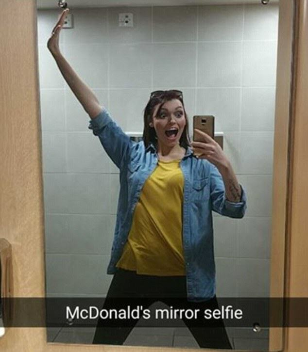 UNILAD selfiewoman7 Meet The Selfie Addict Who Takes 200 Of Them A Day