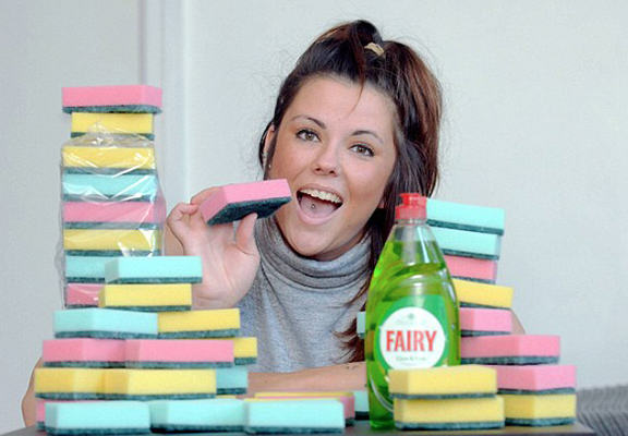 UNILAD sponge eat WEB81879 This Woman Eats Up To 20 Sponges A Day Because Why Not