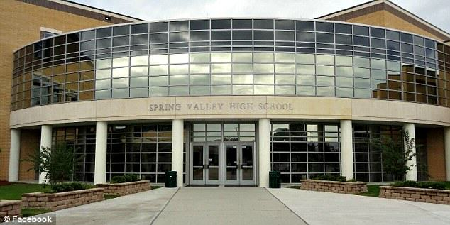 Spring Valley (MN) United States  city photo : officer was called into Spring Valley High School in the United States ...