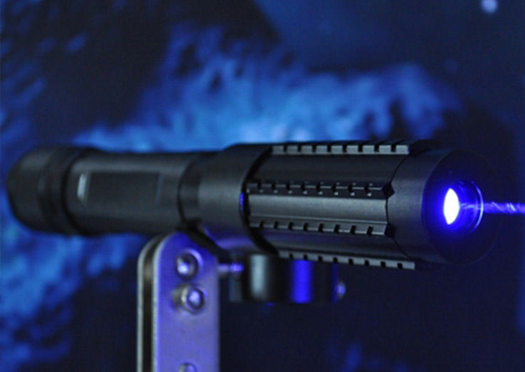 2000mW 2W Handheld Blue Laser Pointer 1 Pilot Blinded In Right Eye By Super Strong Laser While Landing Plane At Heathrow