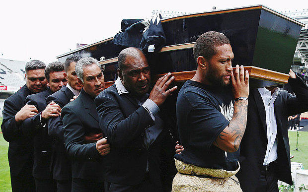 Lomu coffin 3513502b1 Jonah Lomus Former Teammates Perform Final Emotional Haka In His Honour