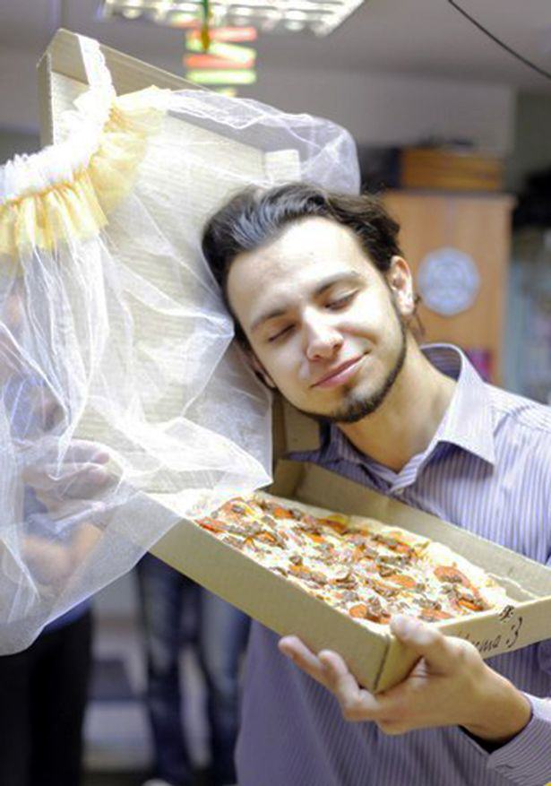 Man Marries Pizza Because Pizza Would Not Betray You And I Love It UNILAD 652148