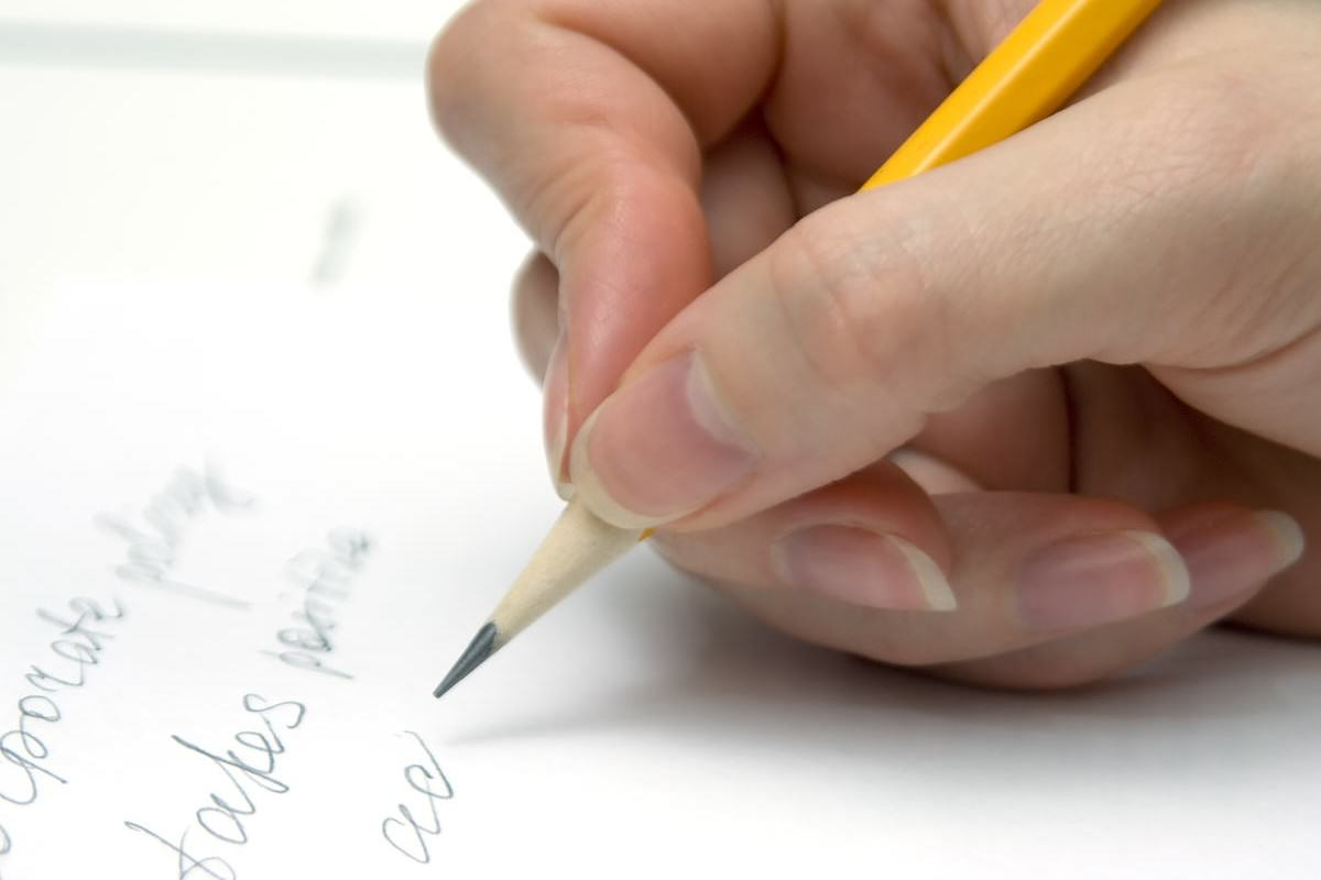Heres Why Most Of Us Are Right Handed UNILAD hand writing38159 1200x800