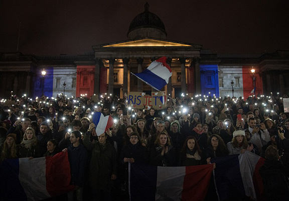 UNILAD paris memorials 1 NEW98090 Heres How Cities Around The World Mourned And Memorialised The Paris Attack Victims