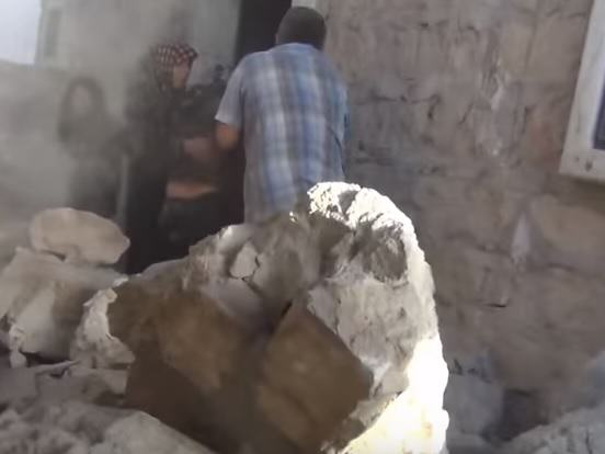 Horrific Footage Shows What Russian Bombs Are Doing To Syrian Villages UNILAD syria 297983