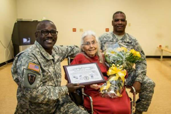 Soldiers Visit Hospital To Return Favour To Hug Lady Who Greeted Them For Years hug lady 5