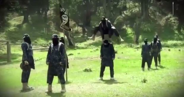 Isis Fighters Get Kicked In The Balls In Bizarre New Training Video isis3 1