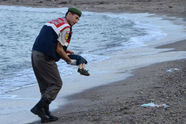 syrianboy 640x426 Moments That Shook The World In 2015