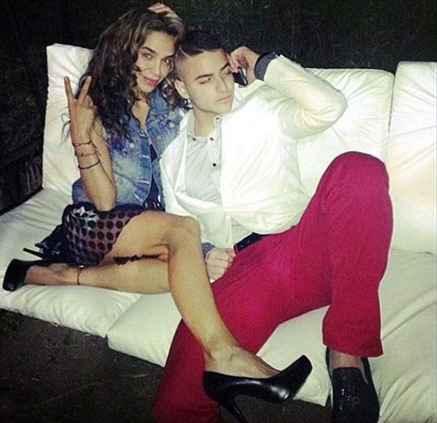 2 5 Singer Sparks Rumours After Posting Sexy Photos With His Aunt