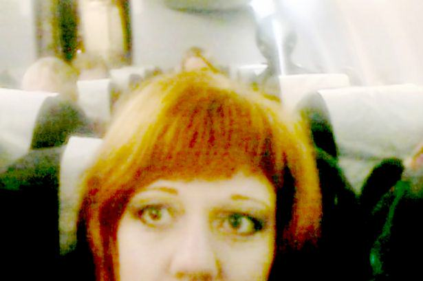 Photobombed by an Alien 1 An Alien Photobombed A Womans Selfie, Chilling On A Flight