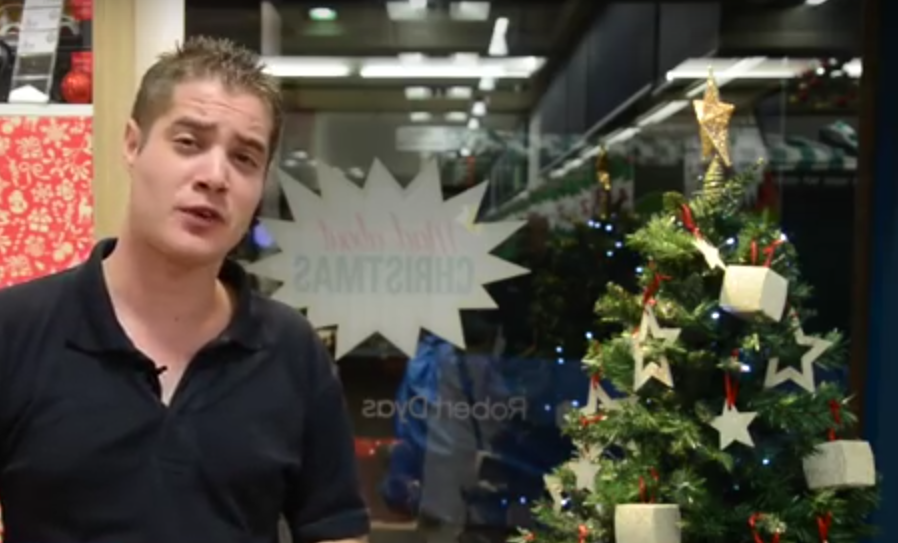 Screen Shot 2015 12 13 at 15.46.59 Bizarre Gay Or Straight Christmas Advert Has Internet Massively Confused