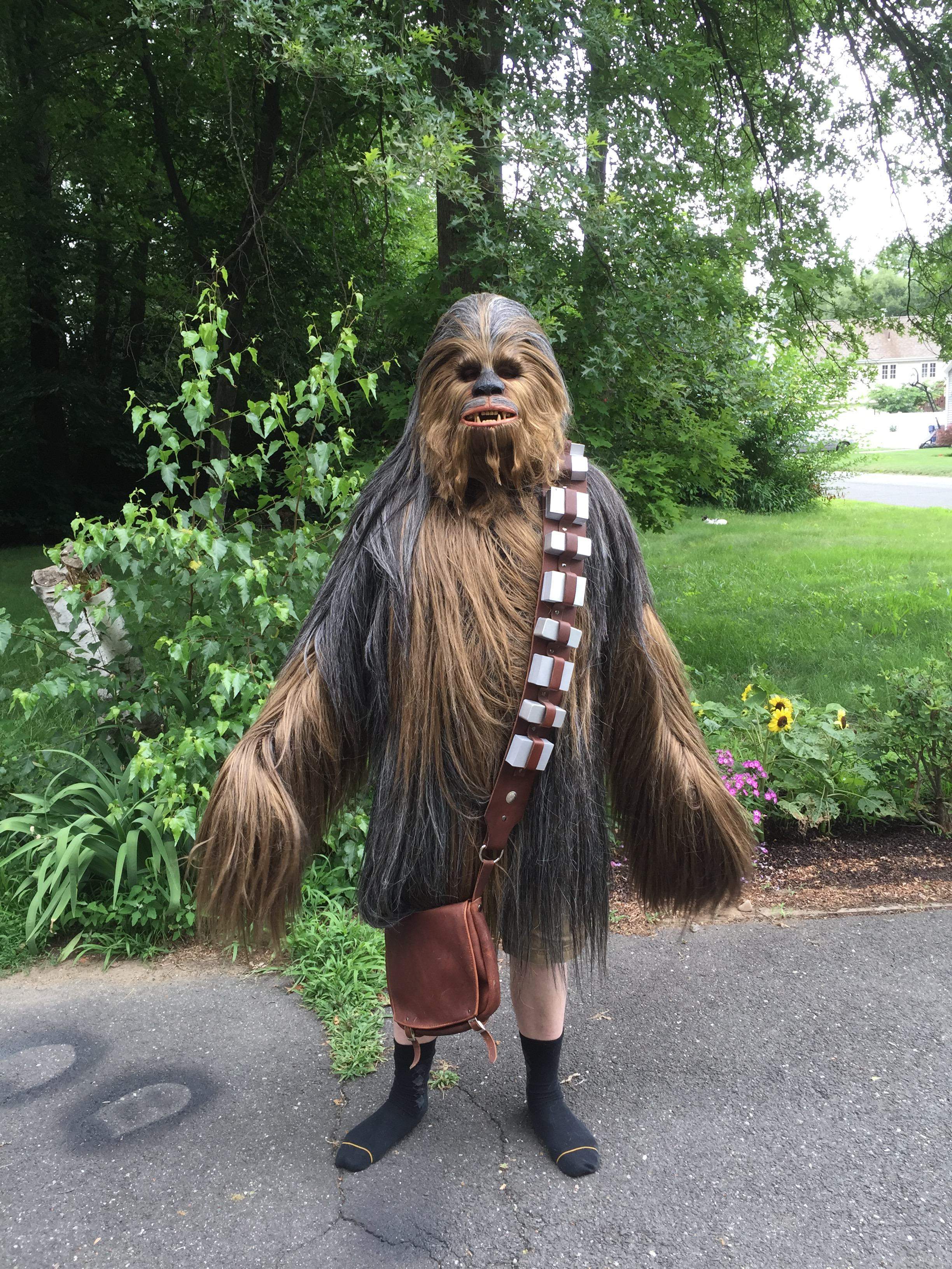 chewie17 Watch This Guy Make The most Awesome Chewbacca Costume Youve Ever Seen