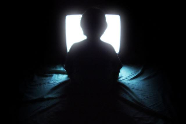 tv5 640x426 Netflix And Chill Could Be Making You Really Dumb, Apparently