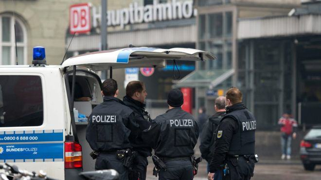87444312 gerpolmunichepa Police Evacuate Two Train Stations In Munich After Isis Terror Threat