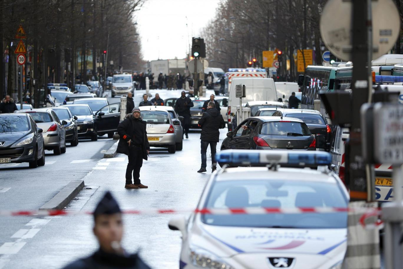 Paris french police Knife Wielding Man Wearing Suicide Belt Shot Dead Outside Paris Police Station