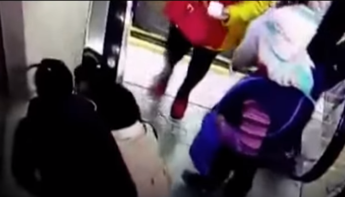 Screen Shot 2016 01 09 at 10.23.46 Boy Rescued Just In Time After Trapping His Head In Escalator Handrail