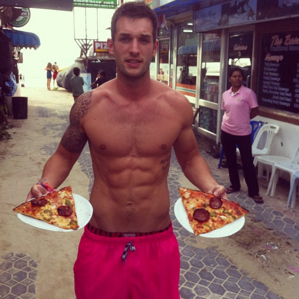 This Guy Travels Around The World Eating Pizza, His Life Looks Amazing Screen Shot 2016 01 29 at 12.23.15