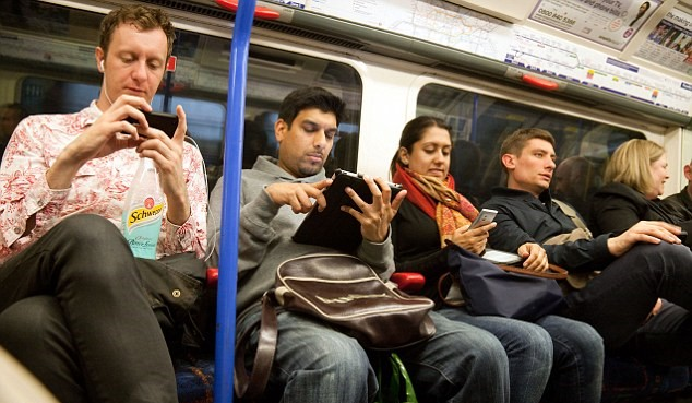 alamy Anti Terrorism Expert Says You Need To Stop Listening To Music While Commuting